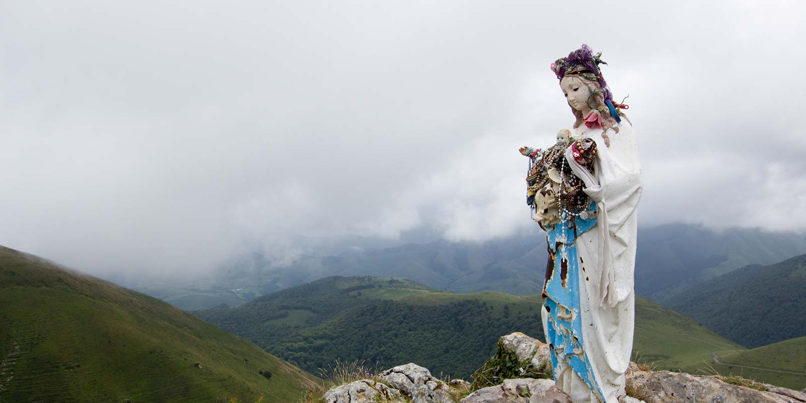 Medseas_Camino-de-Santiago10-statue-of-the-Virgin-Mary-in-in-mountains-of-Pyrenees
