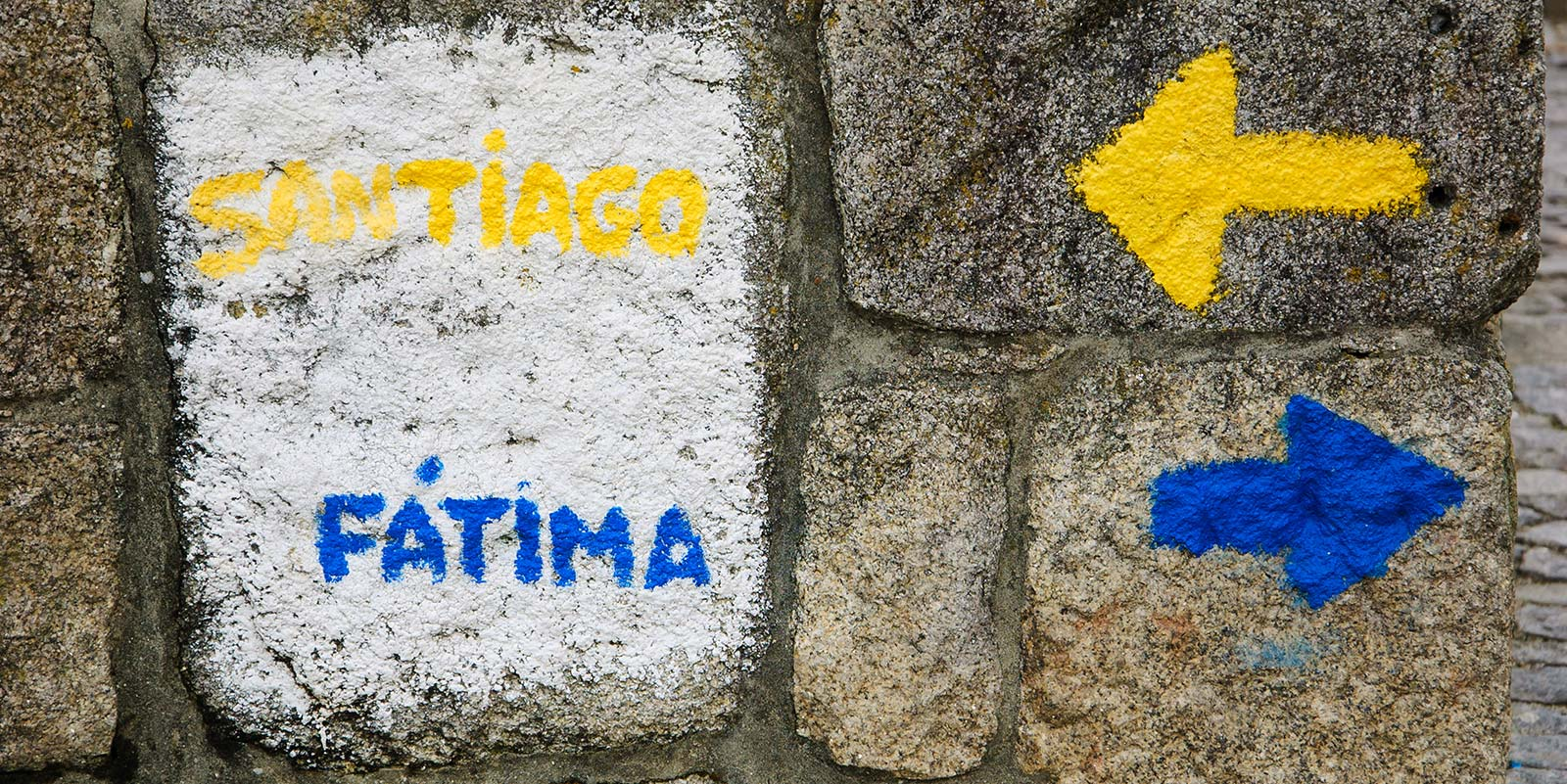 MedSeas_A-sign-near-the-cathedral-of-Porto-pointing-two-important-christian-pilgrim-destinations-FATIMA-SANTIAGO